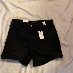 Judy Blue Black Mid Rise Shorts